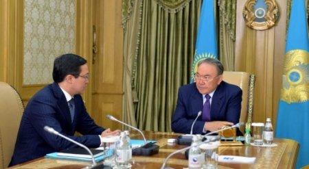 Назарбаев Акишеву: Банк должен давать населению сигнал