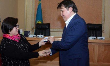 В акимате Мангистауской области вручили медали «25 лет Независимости Республики Казахстан»