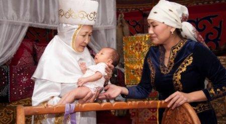 Назарбаев поручил повысить размер пенсий и пособий по рождению ребенка