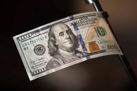 Курс доллара к мировым валютам обновил максимум за 13 лет