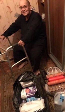 """""""Купите хлеб, мы 4 дня не ели"""": Крик о помощи алматинских стариков услышали с балкона"""