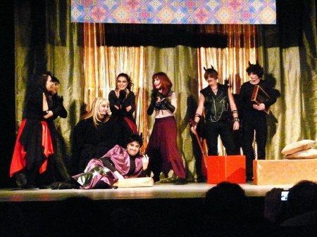 В театре «Сант» прошла премьера спектакля «Честный обманщик»
