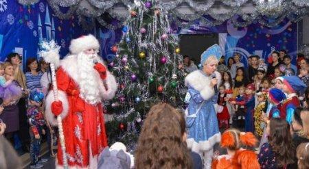 В школах Казахстана запретили собирать деньги на новогодние подарки
