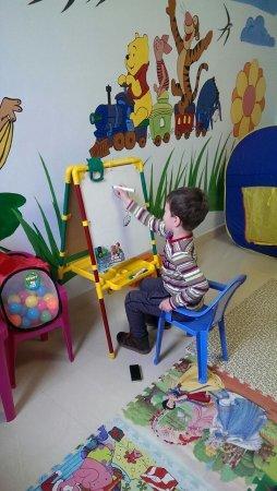 В кардиохирургическом центре Мангистауской больницы открыли комнату для психологической разгрузки детей после операции