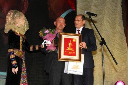 Главную награду премии «Человек года — 2016» в Мангистауской области вручили восьмикласснику