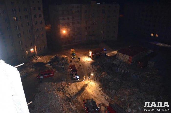 В Актау пожарные отработали учения по ликвидации возгорания в высотном доме