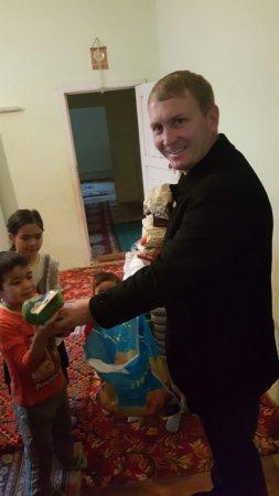 Благотворительный фонд «Адал» поздравил детей из малоимущих семей Актау с Новым годом