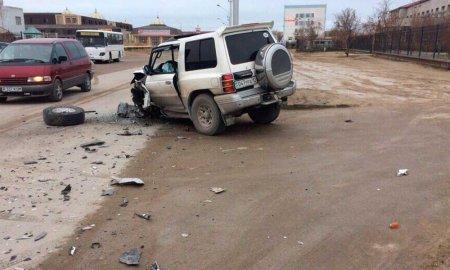 В 1 микрорайоне Актау столкнулись два автомобиля