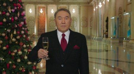 Назарбаев поздравил казахстанцев с Новым 2017 годом